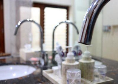 Loft-bathroom-Sinks